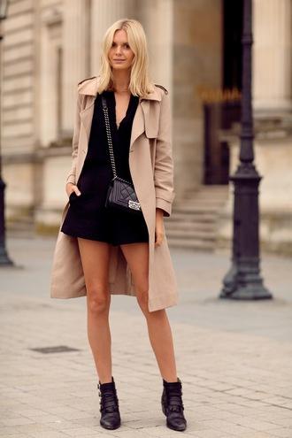 tuula blogger blouse bag jewels camel coat shorts chanel boy bag boy bag chanel boy suede shorts