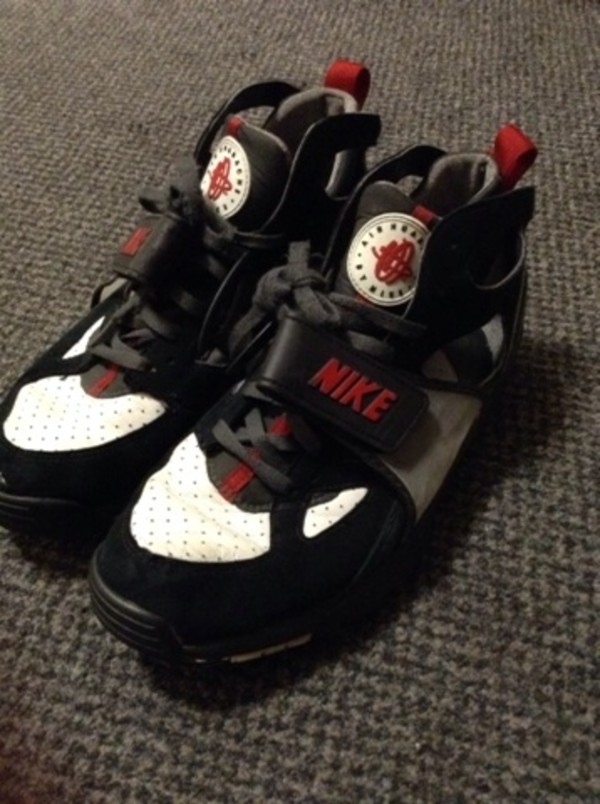 shoes nike huarache huarache huarache black and white red trainers sneakers old skool vintage trainers vintage brands running fashion swag nike running shoes