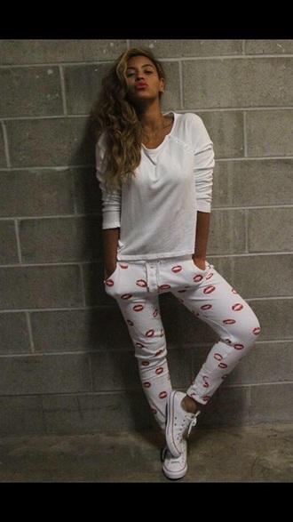 pants top sweatpants white beyonce sweatshirt lips lip print women's joggers red lipstick joggers