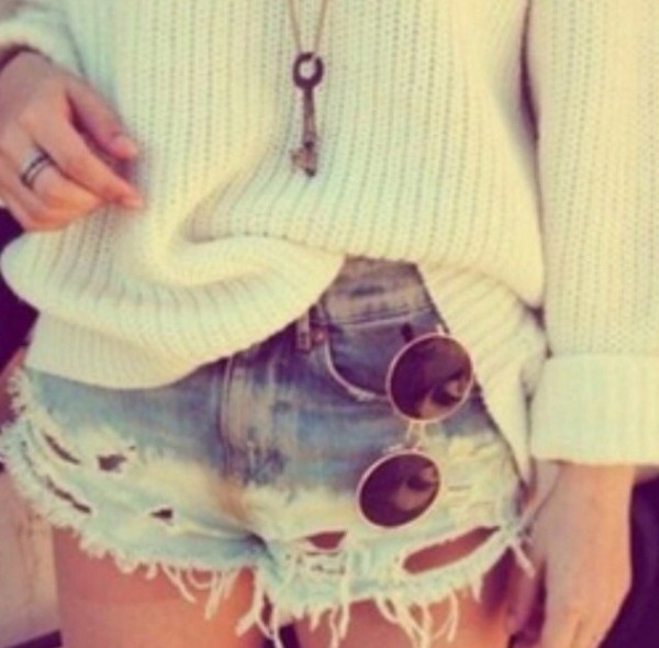 blouse white shorts jewels sunglasses