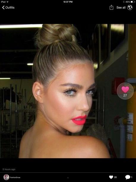 make-up lipstick hot pink