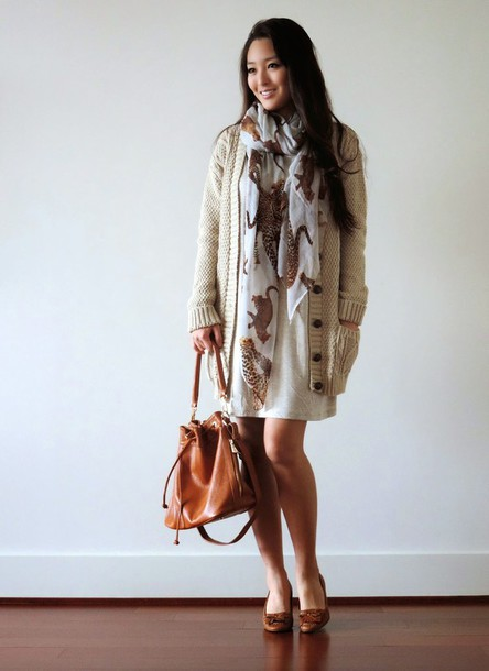sensible stylista blogger scarf animal leather bag knitted cardigan