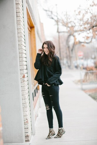 themiddlecloset blogger sweater jeans shoes ankle boots black skinny jeans