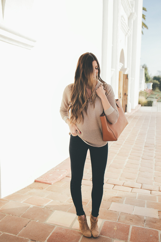 mint arrow blogger sweater jeans shoes bag beige sweater skinny jeans ankle boots tote bag