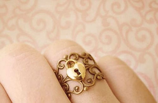 jewels ring ring keyhole gold gold ring gold jewelry jewelry