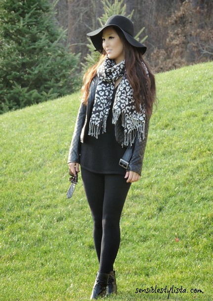 sensible stylista blogger hat scarf jacket dress shoes tights sunglasses