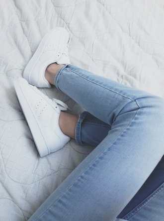 shoes white hipster stan smith minimalist shoes jeans adidas minimalist white sneakers trainers sneakers tumblr cute soft grunge pale laces casual beautiful plataform lightbleu soft jeans skinny adidas shoes adidas originals tumblr girl tumblr fashion light blue skinny jeans white adidas show vintage girly girl adidas white style sportswear blue jeans pants light jeans light blue jeans