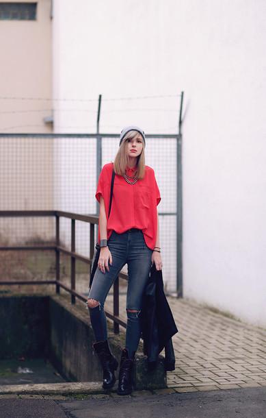 bekleidet blogger blouse grey jeans ripped jeans black jeans