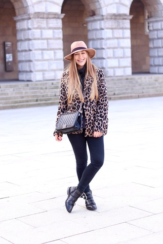 fabesfashion blogger coat sweater jeans shoes hat bag