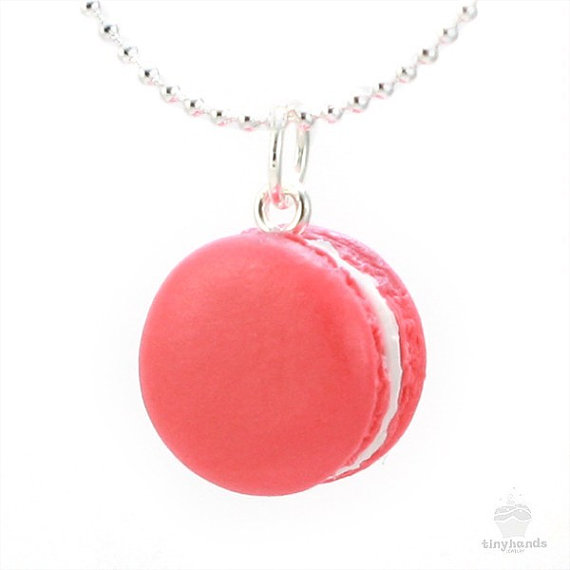 Scented Rose French Macaron Necklace  Food Jewelry door tinyhands