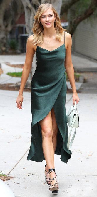 dress sandals asymmetrical dress karlie kloss summer dress model off-duty shoes
