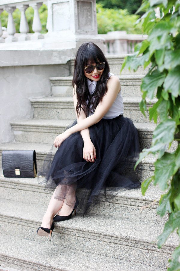 her waise voice skirt blouse shoes sunglasses bag jewels