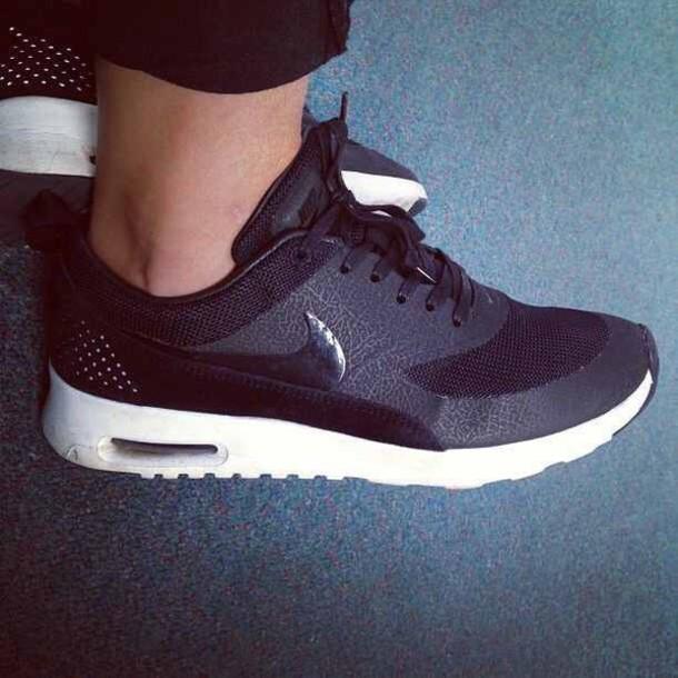 shoes black nikes