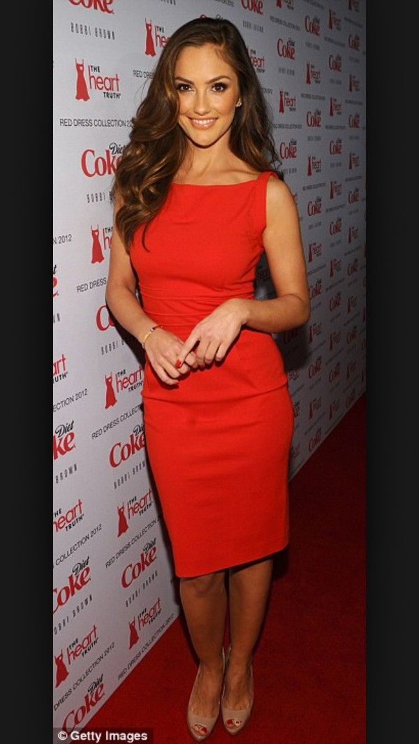 celebrity style red dress sleevless