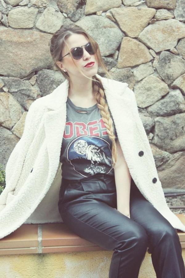 drifting nomad t-shirt coat sunglasses