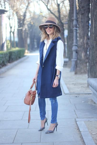 besugarandspice blogger hat stilettos white shirt