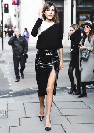 skirt zipped skirt alexa chung black skirt vinyl skirt slit skirt front slit skirt pointed flats date outfit zip-up skirt patent leather skirt pencil skirt streetstyle fashionista