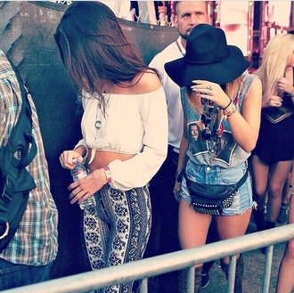 jeans leggings blouse shirt jewels hat home accessory belt pants white top coachella festival cute summer white instagram cut out white crop tops summer music festival festival top white crop tops kendall jenner hippie kendall and kylie jenner boho