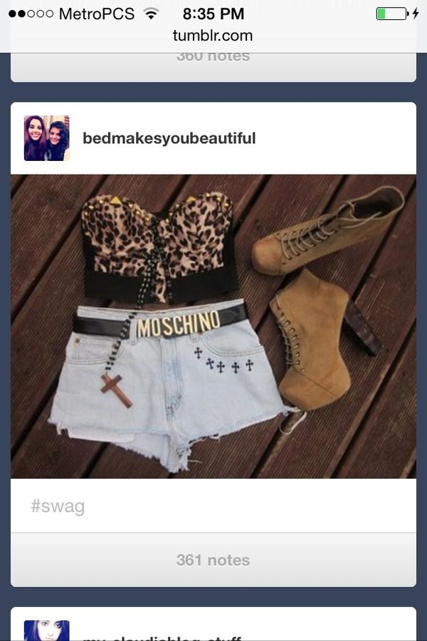 shirt shorts belt shoes jewels