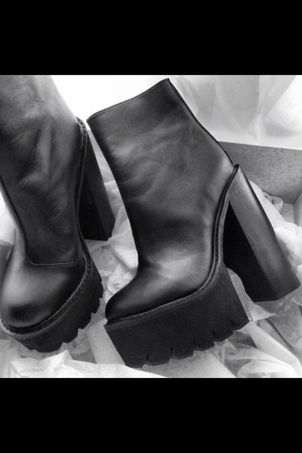 shoes black boots little black boots platform shoes platform boots black platforms