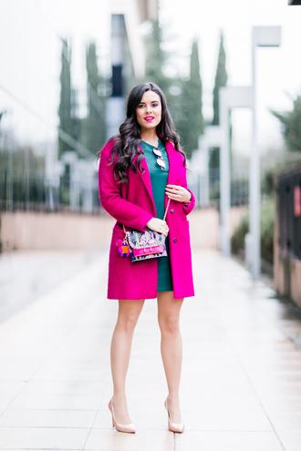 crimenes de la moda blogger dress sunglasses coat jewels shoes bag pink coat green dress nude heels high heel pumps