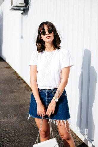 sophie van daniels blogger white t-shirt asos denim skirt frayed denim casual black sunglasses t-shirt frayed denim skirt blue skirt mini skirt rayban