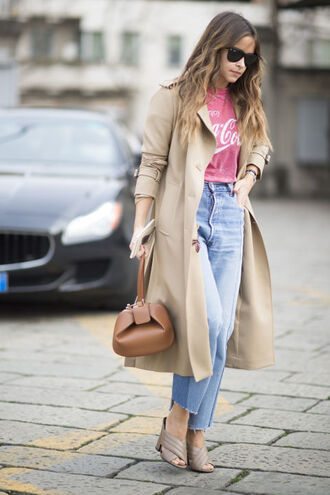 jeans frayed jeans blue jeans frayed denim trench coat camel coat pink top t-shirt bag brown bag miroslava duma fashionista gucci mules nude shoes mules block heels sunglasses black sunglasses streetstyle beige coat