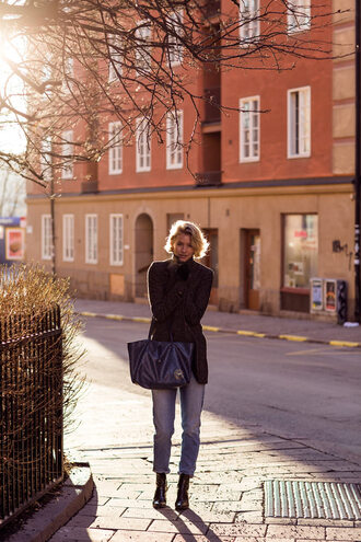 zanita blogger jeans bag winter outfits coat sweater shoes belt gloves