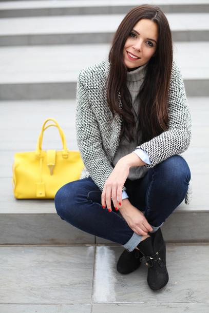irene closet blogger turtleneck handbag