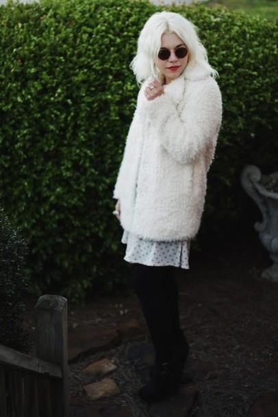 styles by hannah riles blogger fluffy soft grunge white coat