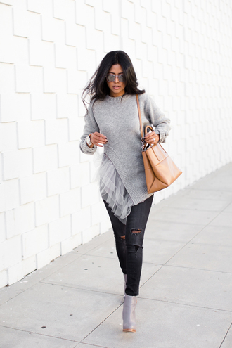 walk in wonderland blogger grey sweater ripped boots leather bag shoulder bag asymmetrical