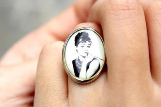 jewels audrey hepburn vintage ring black and white