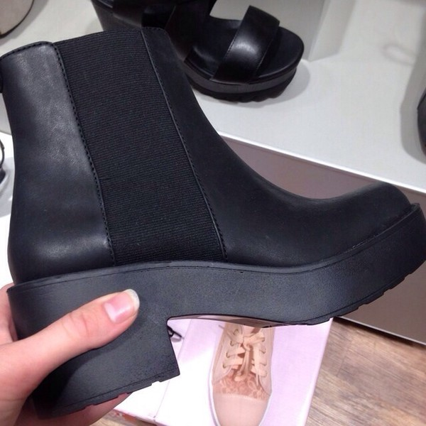 shoes the wanted yolo hipster mainstream black tumblr little black boots chunky sole chunky heels booties ankle boots heel boots chelsea boots boots