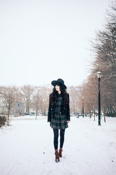 jag lever blogger tartan winter dress black jacket