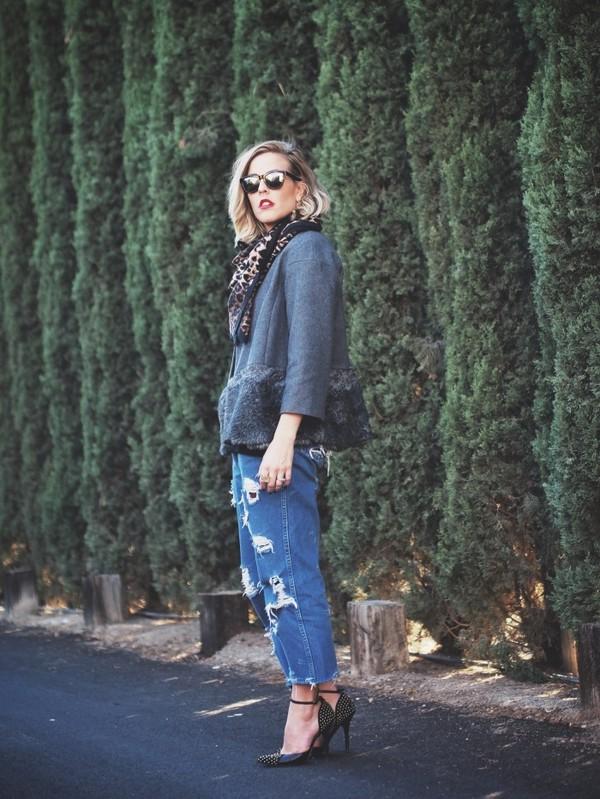 b. jones style sunglasses scarf coat jeans shoes jewels