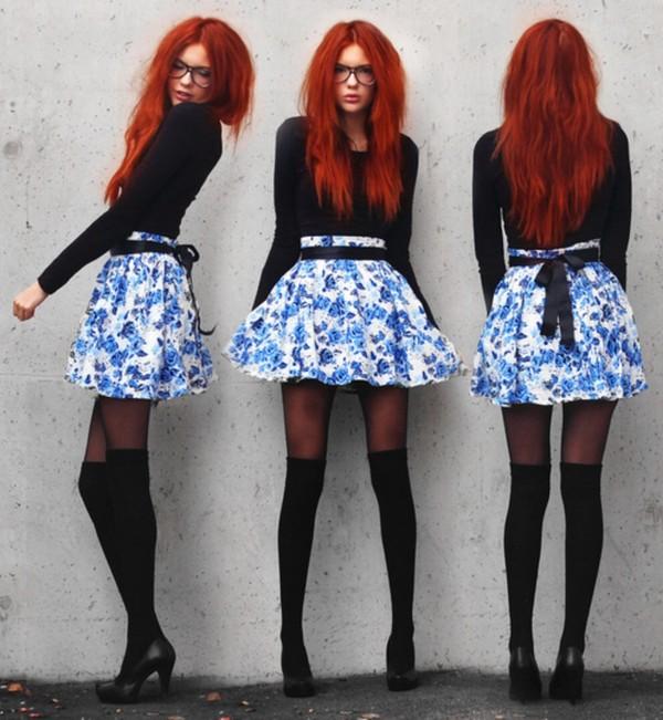 skirt dark blue white skirt floral light blue cute knee high socks black black pumps red hair underwear t-shirt
