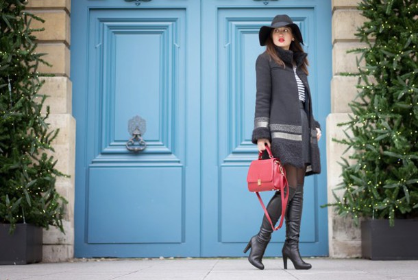 meet me in paree blogger winter coat red bag floppy hat bag