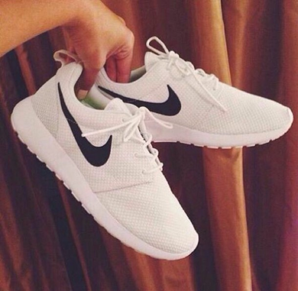 shoes white nike's