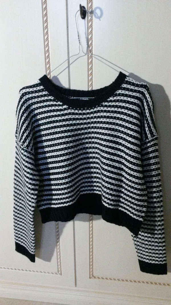 sweater black amd white swraters