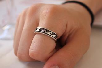jewels ring waves finger