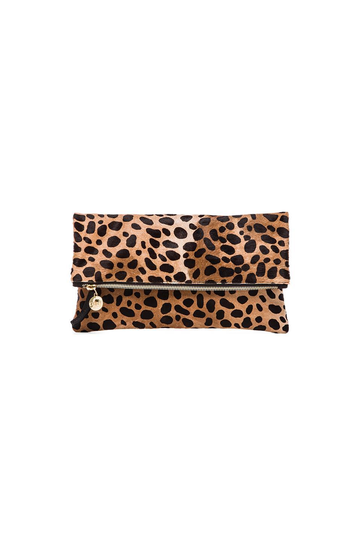 Clare Vivier bolso-cartera plegable en Leopardo | REVOLVE