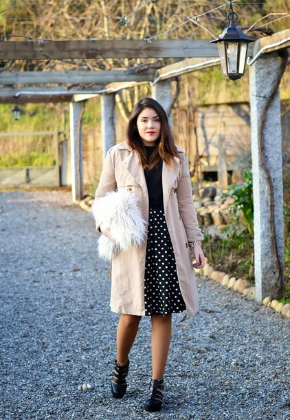 si las calles hablasen blogger trench coat polka dots ankle boots midi skirt fluffy