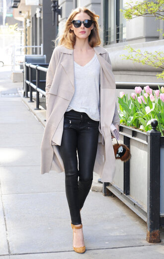 top pumps spring outfits olivia palermo streetstyle blogger pants shoes black leather pants black sunglasses white top trench coat beige coat