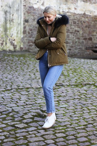 maisie ivy blogger shoes jacket jeans top socks scarf sunglasses