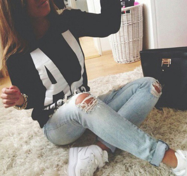 jeans pants l.a. sweater top skinni jeans ripped jeans blue jeans black sweatshirt shirt ripped jeans jumper navy earphones gloves hair accessory hat skinny jeans ripped light aj black and white sweatshirt los angeles black white blue tights acid wash denim
