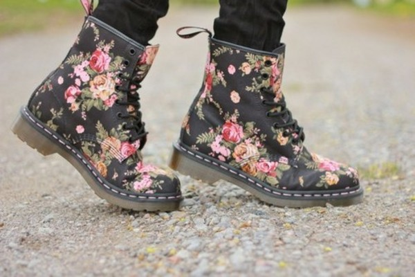 shoes flowers floral DrMartens lace up lace-up shoes jeans bottoms black red pink DrMartens DrMartens DrMartens pattern boots