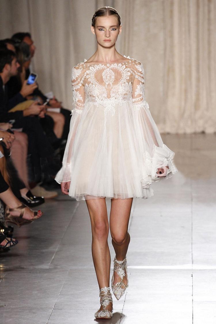 2014 Hot Sale Retro Palace Embroidery White Lace Dress$69
