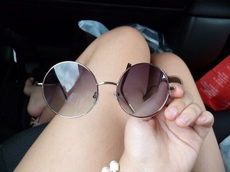 sunglasses cute summer outfits black & w fashion trend hipster black black sunglasses round sunglasses retro sunglasses