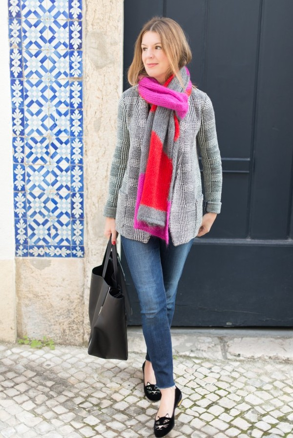 the working girl scarf t-shirt jacket jeans bag shoes