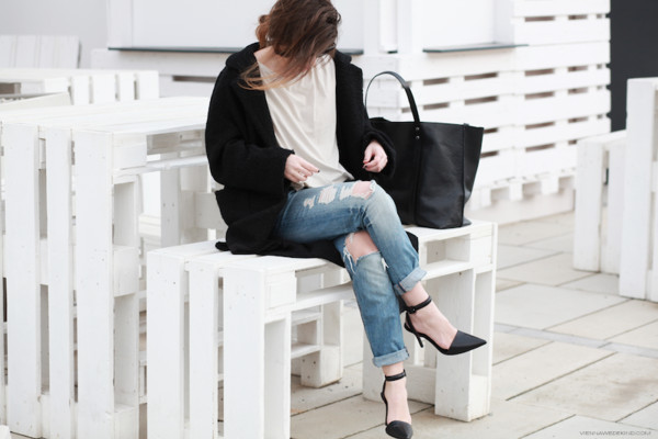 vienna wedekind coat t-shirt jeans bag sunglasses shoes